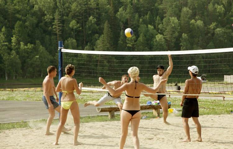 Футбол и волейбол