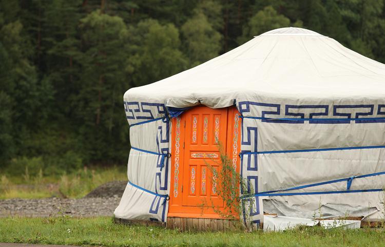 Летние шатры и юрта